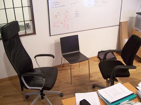 Stühle im Büro von Jalbum
